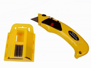 Trade Quality Auto Loading Heavy Duty Utility Knife with 50 pc blade Dispenser AMS0475